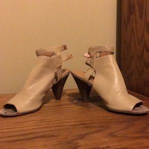 Strap heel